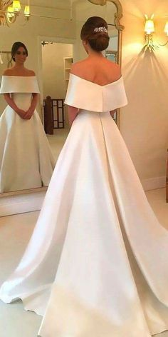 Looks more like a gala gown than a wedding dress but still gorgeous. Looks more like a gala gown than a wedding dress but still gorgeous. Looks more like a gala gown than a wedding dress but still gorgeous. Dream Wedding Dresses, Bridal Dresses, Elegant Dresses For Wedding, Modest Wedding, Backless Wedding, Elegant Evening Gowns, Simple Evening Gown, White Bridesmaid Dresses, Wedding Outfits