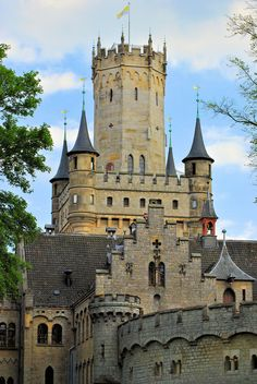 "willkommen-in-germany: "" Schloss Marienburg, Gothic revival castle in Pattensen near Hannover, Niedersachsen (Lower Saxony), Northern Germany ""                                                                                                                                                                                 Más"