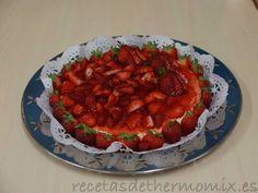 Para todos aquellos que les gusten las fresas con nata, esta tarta le parecerá deliciosa y quedarás como una auténtica maestra de la repostería con la Thermomix.
