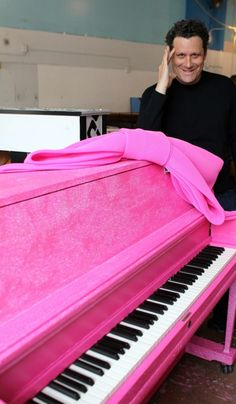 Perfect Trio : Isaac, Pink glitter piano and a pink bow