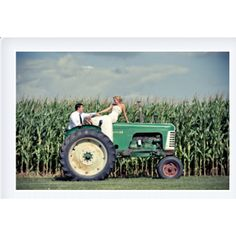 Would love to do this ONLY if I can use a John Deere tractor!) oh I do Wedding Pictures, Cute Pictures, Wedding Ideas, Wedding Stuff, John Deere Wedding, Gif Disney, Country Engagement, The Jacksons, When I Get Married