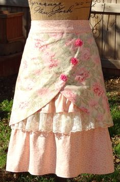 Not too sure on these pink rose buttons. What do you think? Have ordered some cr… Not too sure on these pink rose buttons. What do you think? Have ordered some cream colored rose buttons. Retro Apron, Aprons Vintage, Pink Apron, Upcycled Vintage, Sewing Aprons, Sewing Clothes, Cute Aprons, Diy Couture, Half Apron