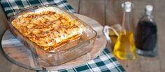 Heerlijke traditionele italiaanse lasagne met gehakt, tomatensaus en bechamelsaus