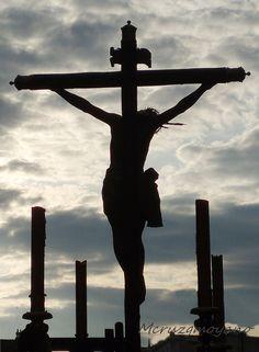 Imagen del Cristo de Burgos en Semana Santa, por la calle Imagen de Sevilla Eucharist, Holy Week, Crucifix, Religious Art, Holy Spirit, Acrylics, Jesus Christ, Cool Pictures, Angeles