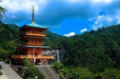 """Here are my top 10 reasons to visit Japan next year. With so many stunning temples, landscapes and cities - whats """"not"""" to love about Japan. Asia Travel, Japan Travel, Travel News, Travel Trip, Lago Ness, Travel Store, Safe Journey, Odaiba, Photography Guide"""