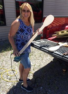 If you attended the national Oliver show in Greenville in March, you might have an idea what Sherry is making on a day when she just couldn't stand to be indoors. Any ideas??? #OliverHeritage