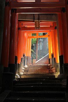 Japan - Torii Tunnel at Fushimi Inari Taisha Shrine, Kyoto Photo Japon, Japan Photo, Kumamoto, Kyushu, Japanese Shrine, Japanese Art, Japanese Geisha, Japanese Kimono, Japan Kultur
