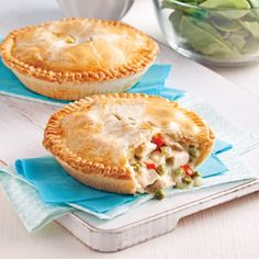 You receive to opt for these mini-pies and wash it down with a nice serving of house salad! Chicken Specials, Great Recipes, Favorite Recipes, Canadian Food, Poached Apples, Desert Recipes, Soul Food, Smoothie Recipes, Chicken Recipes