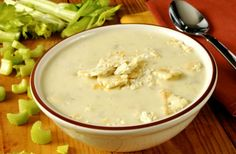 Celery soup with ham mozzarella sticks Celery Soup, Ham Soup, Diabetic Recipes, Diet Recipes, Healthy Recipes, Mozzarella Sticks, Kaja, Clean Eating, Nutrition