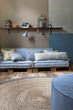 If you are looking for Diy Projects Pallet Sofa Design Ideas, You come to the right place. Here are the Diy Projects Pallet Sofa Design Ideas. Sofa Design, Interior Design, Hall Design, Diy Pallet Sofa, Pallet Furniture, Furniture Projects, Outdoor Pallet, Pallet Bank, Bar Outdoor