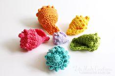 Life Made Creations: crochet seashells Crochet Seashell Applique, Nautical Crochet, Crochet Fish, Crochet Buttons, Unique Crochet, Crochet Flower Patterns, Freeform Crochet, Crochet Flowers, Crochet Amigurumi