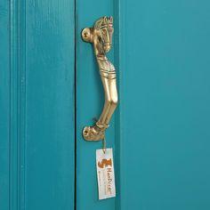 Horse head brass door handle Built In Wardrobe Doors, Brass Door Handles, World Decor, Main Door, Horse Head, Metal Crafts, Equestrian Style, Stables, Old World