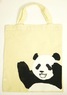 パンダのエコバッグです。A4サイズが入る大きさ(約H36cm×W31.5)です。お洗濯もできますので、いっぱいつかってください。綿100%|ハンドメイド、手作り、手仕事品の通販・販売・購入ならCreema。