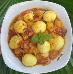 Resep telur santan © 2020 Instagram/@byviszaj ; Instagram/@iaalamsyah79 Malay Food, Asian Recipes, Ethnic Recipes, Indonesian Food, Potato Salad, Menu, Cooking Recipes, Diet, Instagram