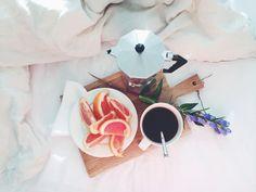 Breakfast - lainahöyhenissä