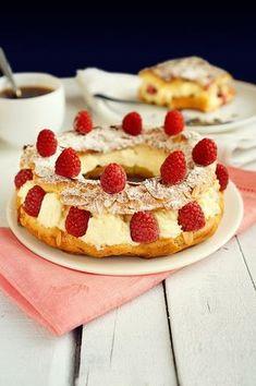 Пари-Брест- выглядит очень нежно и вкусно ))))) обязательно попробую приготовить!