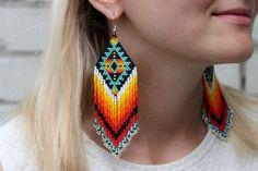 Rough white diamond drop earrings with 2 carats of raw diamonds. Definitely luxury anniversary jewelry that she w Aztec Earrings, Beaded Earrings Patterns, Bar Stud Earrings, Jewelry Patterns, Beading Patterns, Beaded Earrings Native, Knitting Patterns, Art Patterns, Beading Tutorials
