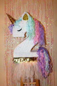 Esta piñata de unicornio es tan hermoso!!! Le encanta su pelo y estilo  es muy diferente de todas las pinatas que verás alrededor de!  Nuestra mejor oferta es nuestro paquete de piñata : piñata + palo de PINATA por solo $64,99 -Ofrecemos esta  piñata unicornio en cada número de