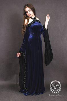 medieval fantasy dress, goth, gothic, Dolores de Ville, embroidery