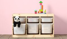 TROFAST is an easy concept of storage for children: combine a frame (in pine wood, white or black) with tall or short boxes, in white plastic or more colorful ones to give your combination a playful twist. You can even add shelves, if you want to!