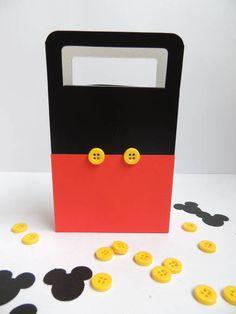 Sacola+preta,+personalizada+com+papel+de+scrapbook.++O+valor+é+por+unidade. R$ 3,34