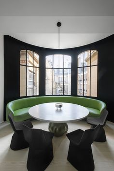 'Mars' chairs by Konstantin Grcic for ClassiCon and Eric Schmitt table. Green leather banquette seating designed by François Champsaur – Interior Design Addict French Interior, Best Interior, Style At Home, Design Tisch, Banquette Seating, Dining Room Inspiration, Furniture Inspiration, Top Interior Designers, Dining Room Design