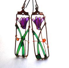 Cyclamen earrings purple flower earrings by ThePurpleBalloon Nail Polish Jewelry, Enamel Jewelry, Resin Jewelry, Wire Wrapped Jewelry, Jewelry Crafts, Jewelry Art, Handmade Jewelry, Jewelry Design, Unique Jewelry