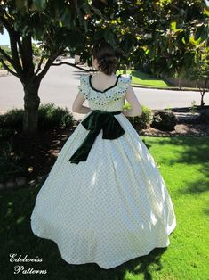 Scarlett O'Hara's picnic dress reproduction. {Edelweiss Patterns} Elizabethan Era, Edwardian Era, Elegant Ball Gowns, Picnic Dress, Scarlett O'hara, Easy Sewing Patterns, Historical Clothing, Retro Fashion, Flower Girl Dresses