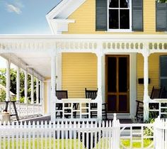 exterior color : yellow with black shutters