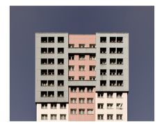 Photographic project based on the 50-70's Parisian architecture aims at creating geometric & graphics shapes/pattern with buildings of the post WW2. (Photo Pierre-Luc Barron Moreau)
