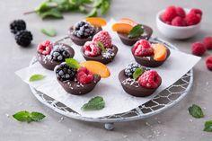 I cioccolatini con frutta fresca sono facili da relizzare, freddi come un ghiacciolo e invitanti come un dolcetto