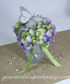 Add some sparkle and bling to your wedding reception tables with these 6-carat acrylic diamonds.  A unique table confetti for a diamond-themed wedding.