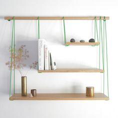 """Outofstock : Bridge Shelves Collectif de designers Outofstock a créé l'étagère """"Bridge Shelves"""". Inspirée par les ponts en suspension, cette pièce feignant le déséquilibre est éditée par les Danois Bolia."""