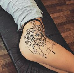 The best tattoos of 2020 Boho Tattoos, Sexy Tattoos, Body Art Tattoos, Hip Tattoo Designs, Design Tattoo, Tattoo Pierna Mujer, Tattoo Collection, Tattoo Process, Hip Tattoos Women
