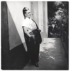 Citation: Frida Kahlo, 1941 / Emmy Lou Packard, photographer. Emmy Lou Packard papers, Archives of American Art, Smithsonian Institution.