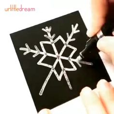 - -Paint Marker Pens – Diy Gifts For Friends Diy Christmas Decorations, Homemade Christmas Crafts, Christmas Crafts For Kids To Make, Diy Crafts For Kids, Paint Marker Pen, Paint Pens, Wholesale Promotional Products, Pottery Store, Diy Gifts For Friends