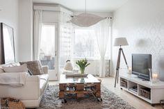 Oikotie Sisustus | Koti esittelyssä: Valkoista maalaisromantiikkaa citykaksiossa - Oikotie Sisustus