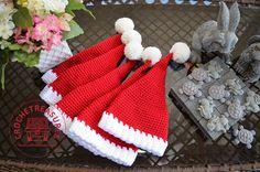 crochet, free crochet pattern, santa hat, hat, photo props, baby, beanie,