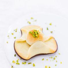 Dänische Napoleonshüte – Napoleonshatte - Lulile created by mk - Dekoration Cheese Danish, Marzipan, Danishes, Sweet Bakery, Muffins, Cupcakes, Desert Recipes, Christmas Treats, Tea Time