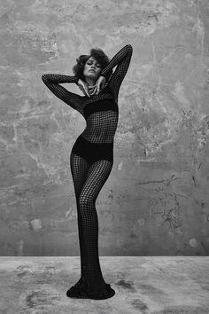 High Fashion Poses, Fashion Model Poses, Fashion Models, High Fashion Shoots, Zendaya Model, Zendaya Style, High Fashion Photography, Fashion Photography Poses, Pose Mannequin