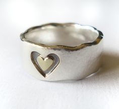 Silver ring with a gold heart made by Sanne Bogers. Www.hoogenboombogers.com