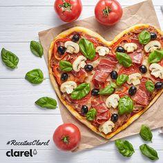 #ReceitasClarel Se quer conquistar a sua cara-metade pela barriga, faça esta deliciosa e romântica pizza para o jantar de amanhã :)  Conheça aqui a receita: http://bit.ly/2hwG8Ew