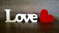 LOVE de MDF + Coração- Ficam em pé sem apoio.  Atualmente muito usado para decorar mesa de bolo em festas de casamento e noivado.    VALOR REFERENTE AS DUAS PEÇAS.    Perfeito também para decorar sua casa ou escritório, para presentear, etc...  Fazemos outros tamanhos e outras palavras. CONSULTE....