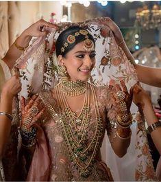 Indian Wedding Poses, Indian Bridal Photos, Indian Bridal Outfits, Indian Bridal Fashion, Indian Bridal Wear, Indian Wedding Jewelry, Bridal Dresses, Rajasthani Bride, Bridal Jewellery Inspiration