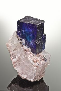 Halite & Sylvite - Carlsbad Potash District, Eddy & Lea Counties, New Mexico, USA  A superb specimen, certainly one of the very best recovered & among best of species, from the finds ca 2010-2012 at this large potash mine, found in a deep abandoned level of the mine.  Joe Budd Photos.