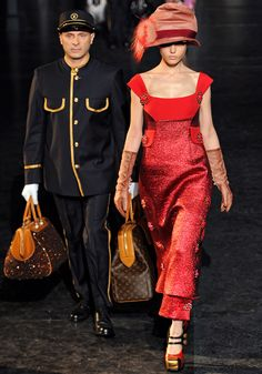 Louis Vuitton Fall 2012 — Runway Photo Gallery — Vogue