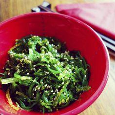 Ensalada de algas wakame con sésamo
