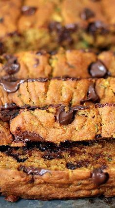 24 Must-Make Healthy Pumpkin Recipes :: Healthy Pumpkin Zucchini Chocolate Chip Bread - this bread super moist, low fat and incredibly delicious! Just Desserts, Delicious Desserts, Dessert Recipes, Yummy Food, Healthy Sweets, Healthy Baking, Breakfast Desayunos, Breakfast Recipes, Chocolate Chip Bread