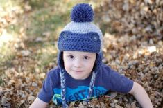µfree crochet pattern : Toddler Trapper Hat - Made with two strands, this hat works up quick and is thick and cozy. {by Whistle and Ivy} -- croch yarn todler hat Crochet Toddler Hat, Toddler Mittens, Crochet For Kids, Crochet Baby, Hat Crochet, Crochet Winter, Quick Crochet, Free Crochet, Trapper Hats
