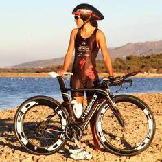 la triatleta gallega saleta castro nogueira se ha unido recientemente al equipo de triatlón de specialized para participar en las competiciones de larga distancia en 2013 con bicicletas y accesorios de la marca californiana. saleta dispondrá de una s-work |